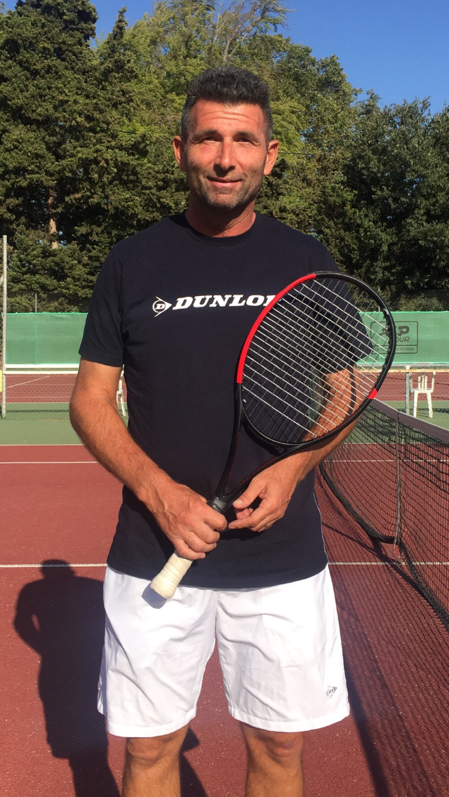 Olivier Launo, entraineur du tennis park, club de tennis à la Valentine 11ème